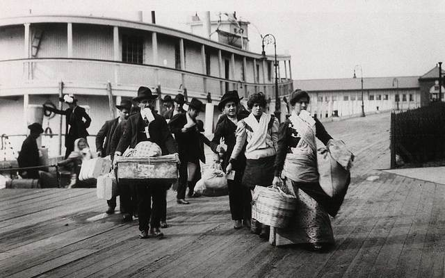 cropped_ellis-island-immigrants-getty